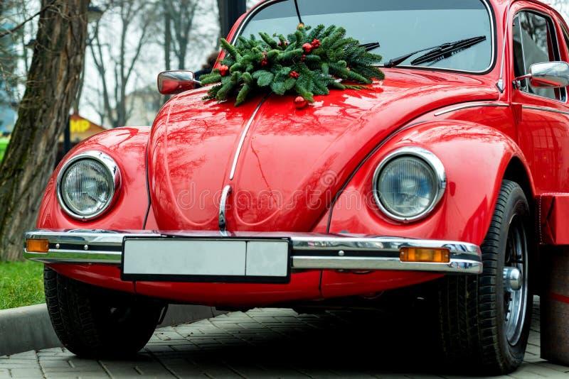 Czerwoni retro samochodów stojaki outdoors zdjęcie royalty free