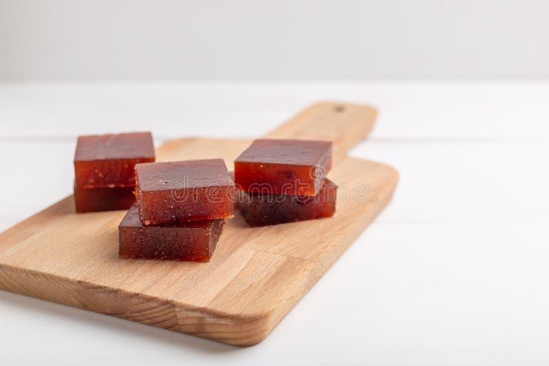 Czerwoni sześciany marmoladowy robić od jagod zdjęcia royalty free