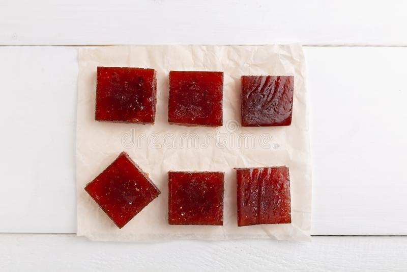 Czerwoni sześciany marmoladowy robić od jagod obrazy royalty free