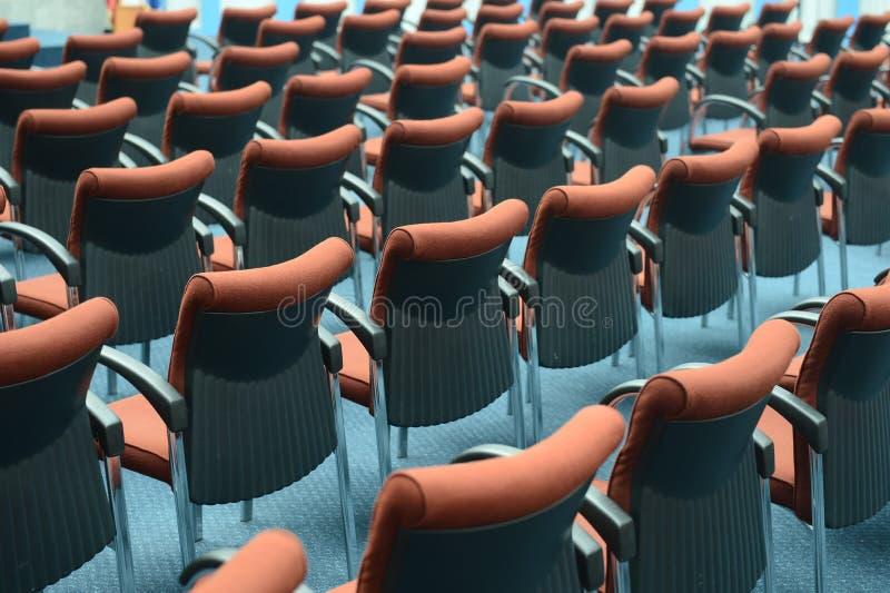 Czerwoni włosów siedzenia zdjęcie stock