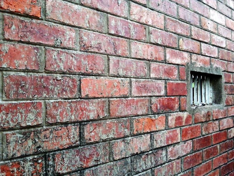 Czerwony ściana z cegieł z blowhole zdjęcia royalty free
