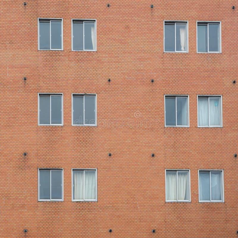 Czerwony ściana z cegieł z Klasyczną nadokienną ramą zdjęcie royalty free