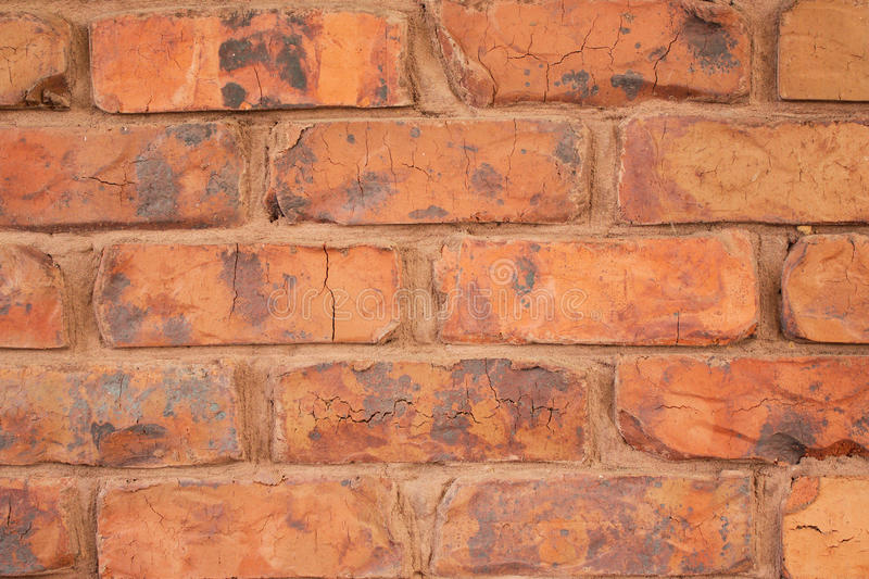 Czerwony ściana z cegieł z Pomarańczowym moździerzem zdjęcie royalty free