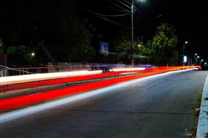 Czerwony ślad od samochodowych świateł obraz stock
