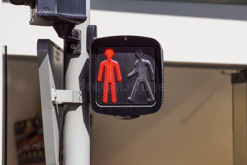Czerwony światła ruchu dla pedestrians na ulicie, zdjęcia royalty free