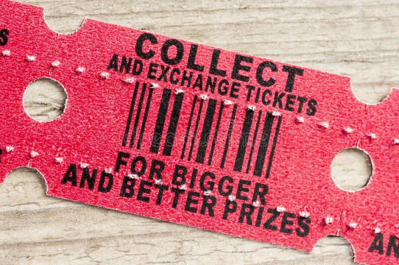 Czerwony arkady nagrody bilet zdjęcie stock
