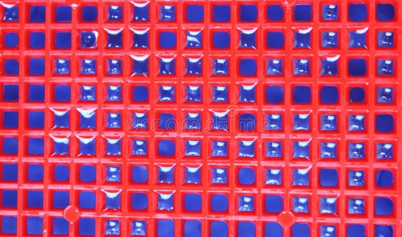 Czerwony błękitny tło i tekstura z wodnymi kropelkami fotografia stock