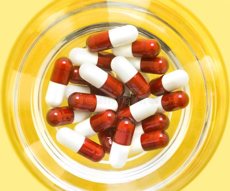 czerwony białe pigułki zdjęcie royalty free
