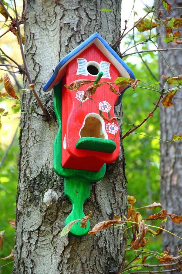 Czerwony birdhouse zdjęcie royalty free