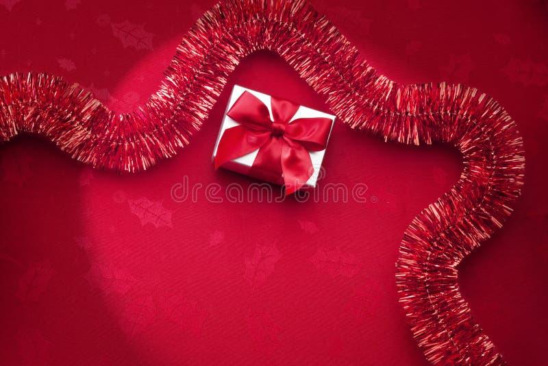 Czerwony Bożenarodzeniowy świecidełka tło zdjęcia stock