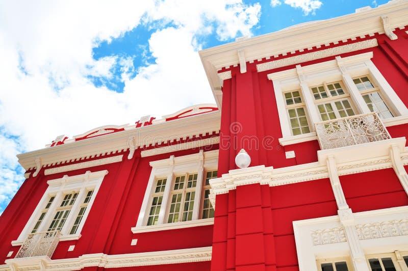 czerwony budynku biel fotografia stock