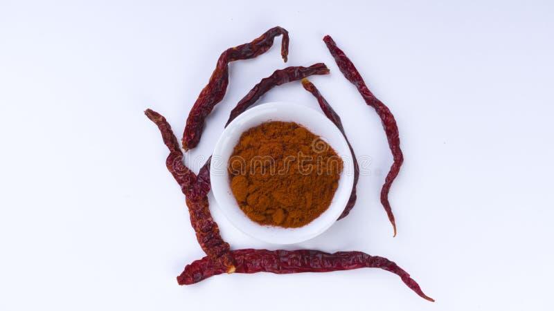 Czerwony Chłodny proszek w pucharze na białym tle Selekcyjnej ostrości i uprawy czerep obrazy stock
