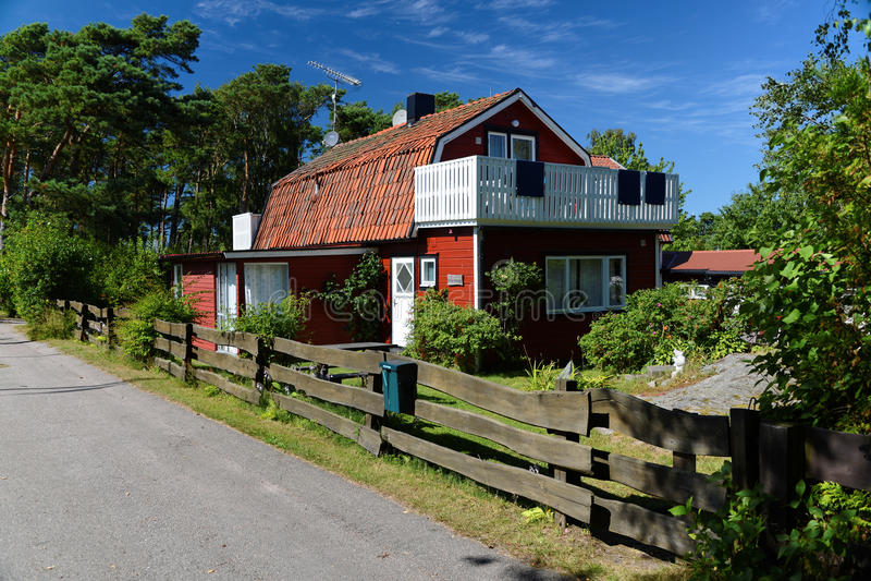 Czerwony drewniany dom w Szwecja obraz stock