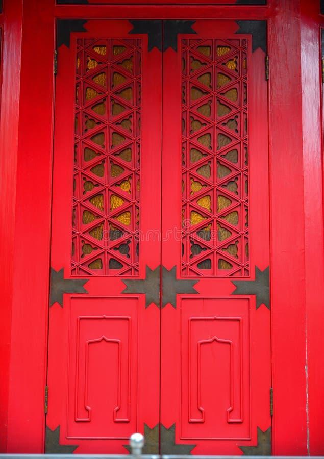 Czerwony drewniany drzwi antyczna pagoda zdjęcie royalty free
