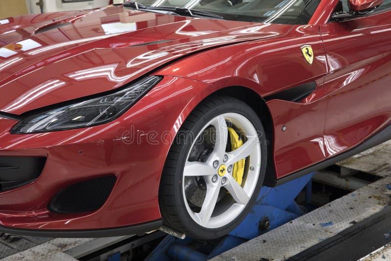 Czerwony Ferrari - kontrola całego ciała zdjęcie royalty free