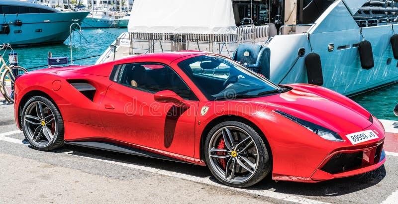 Czerwony Ferrari w schronieniu zdjęcia stock