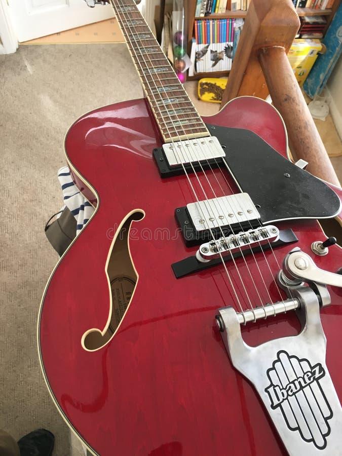 czerwony gitary elektrycznej obrazy royalty free