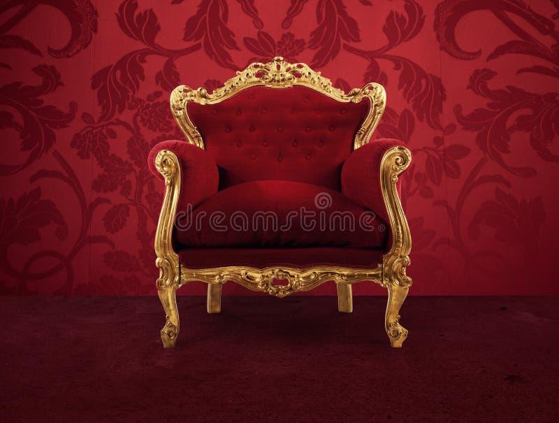 Czerwony i złocisty luksusowy karło w starego pokój zdjęcia stock