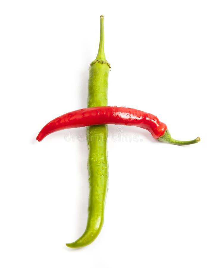 Czerwony i zielony pieprz w kształcie krzyż zdjęcia stock