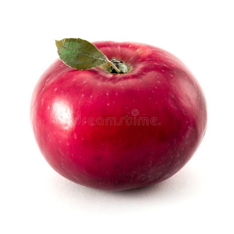Czerwony jabłko z jeden małym zielonym liściem odizolowywającym na białym tle fotografia royalty free