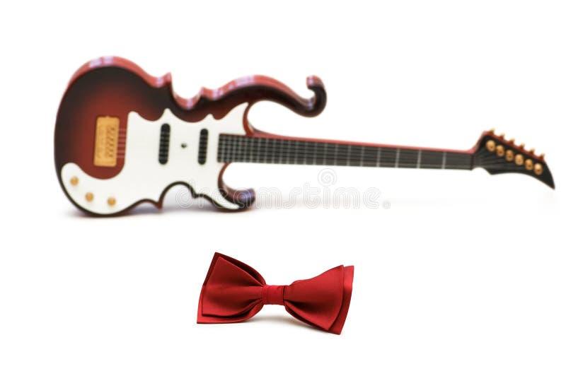 czerwony krawat bow gitary zdjęcia royalty free