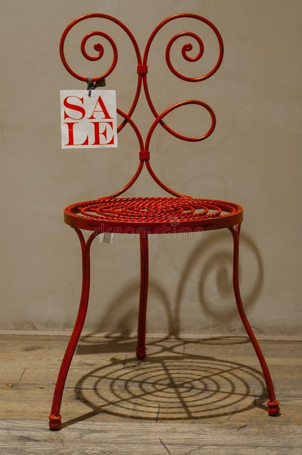 Czerwony krzesło na sprzedaży zdjęcie stock