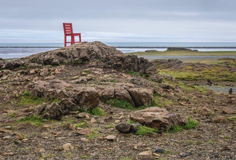 Czerwony krzesło w Iceland obrazy royalty free