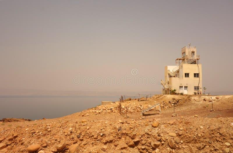 Czerwony morze w Jordanowskim starym budynku zdjęcia stock