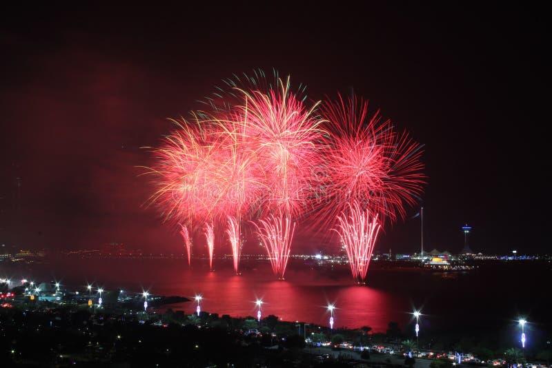 Czerwony nabrzeżny fajerwerku pokaz obrazy royalty free