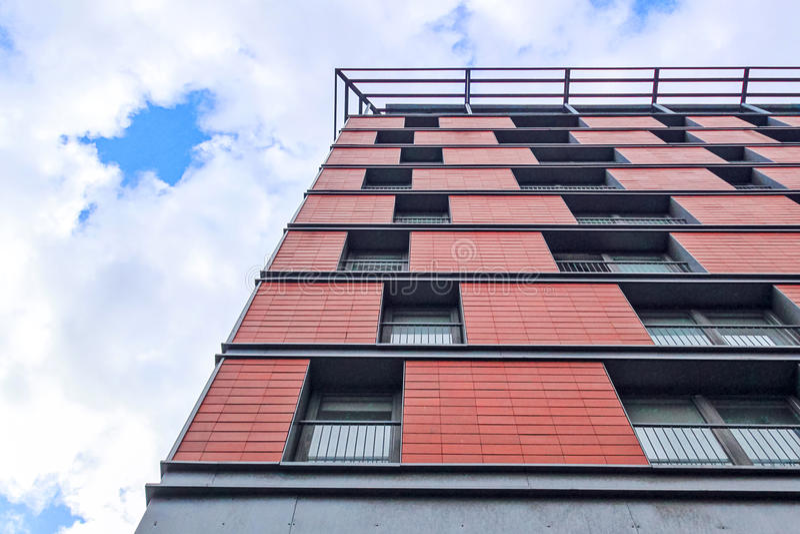 Czerwony nadokienny budynku wzór, nowożytna architektura zdjęcia stock