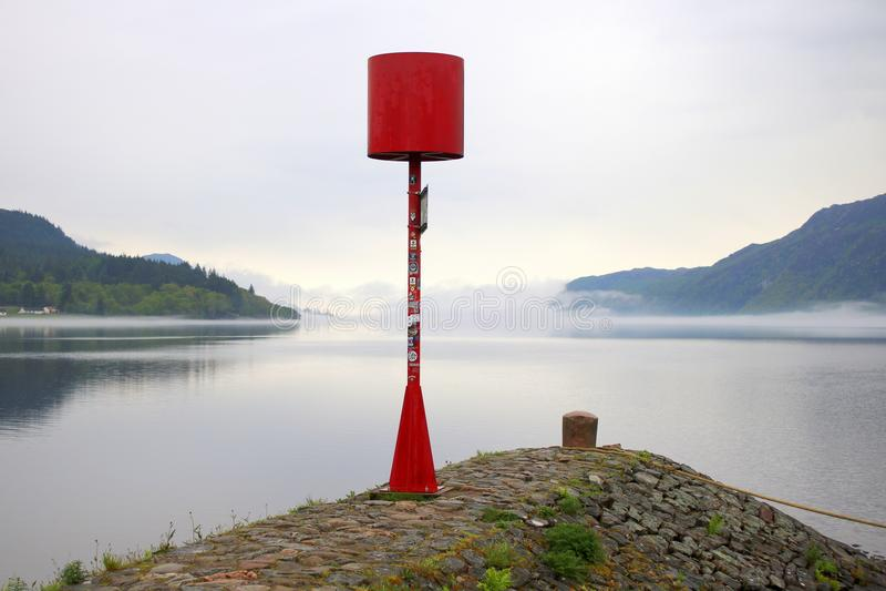 Czerwony nawigacja bakan na końcówce jetty zdjęcie stock