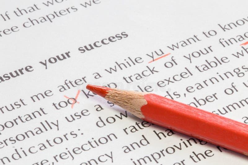 Czerwony ołówkowy proofreading pojęcie obraz royalty free