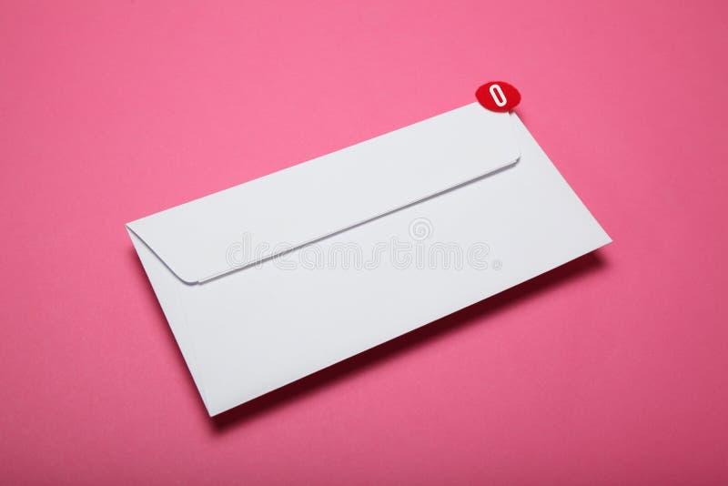Czerwony okr?g na poczta li?cie, komunikacyjny poj?cie Adres korespondencja obraz royalty free