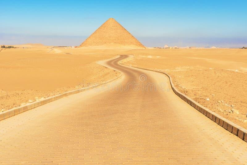 Czerwony ostrosłup w Dahshur, Egipt zdjęcia stock