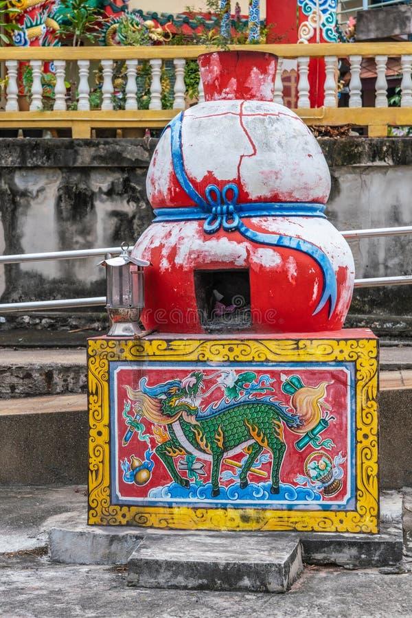 Czerwony piec na wyspie Ko Loi, Si Racha, Tajlandia obrazy royalty free