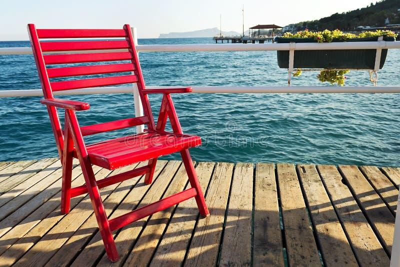 Czerwony plażowy krzesło obrazy stock