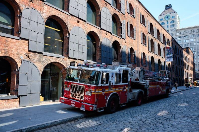 Czerwony pożarniczy silnik w Miasto Nowy Jork zdjęcia stock