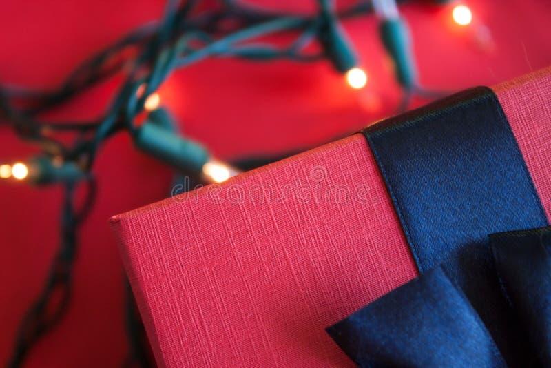 Czerwony prezenta pude?ko zdjęcie royalty free
