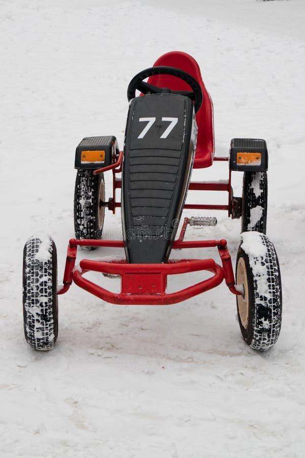 Czerwony samochód kontrolujący następami liczba 77 zdjęcie stock