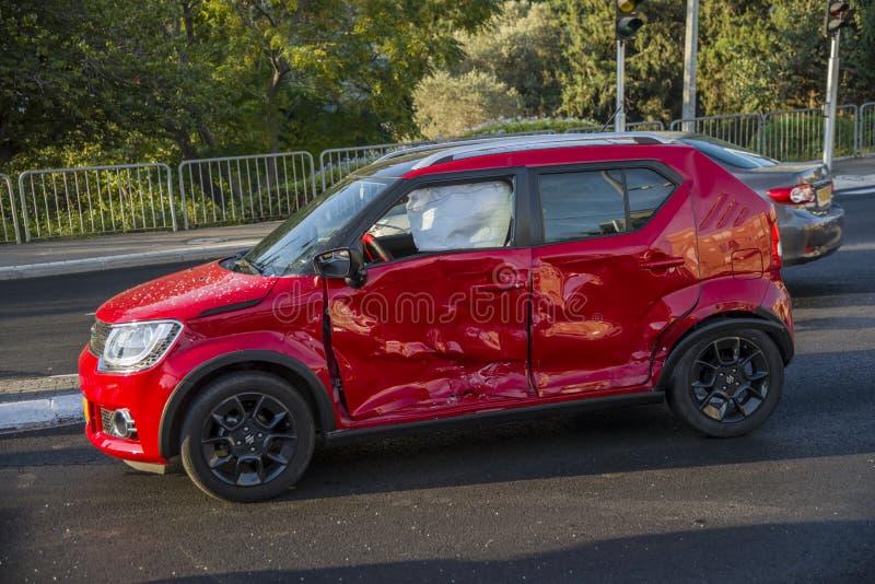 Czerwony samochód rozbijający zdjęcia royalty free