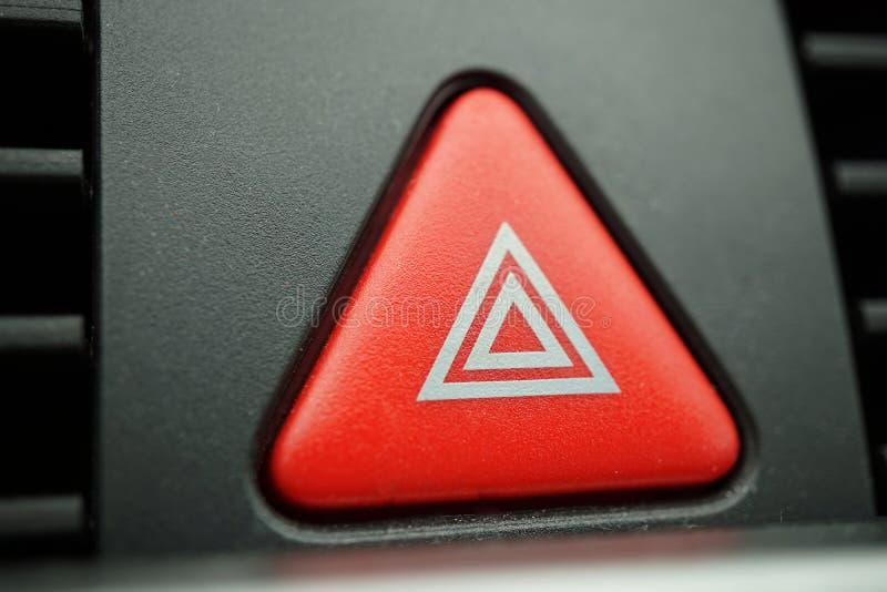 Czerwony samochodowy ostrzeżenie guzik z białym trójbokiem wyłacza wszystkie pojazdów plenerowych wskaźniki jako symbol ostrożnoś fotografia royalty free