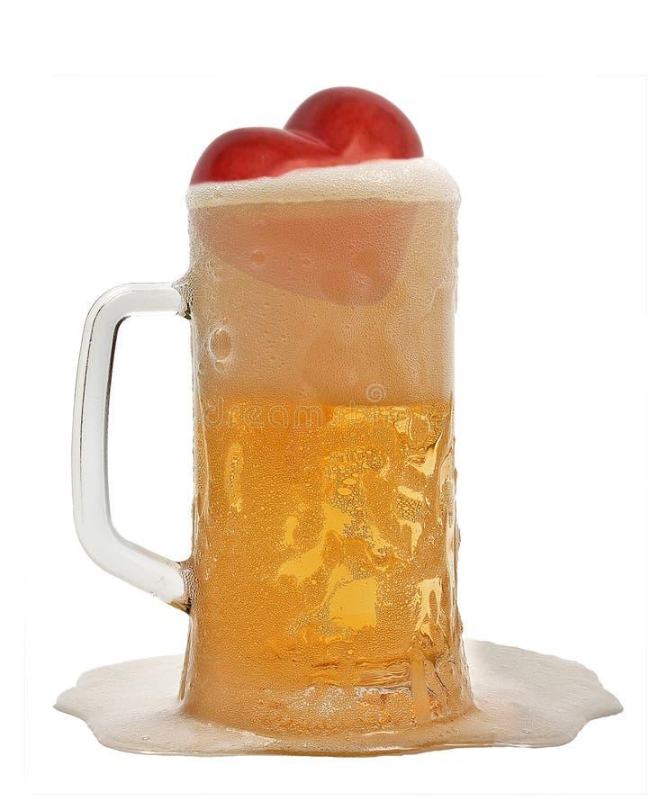 czerwony serce w kubka piwie zdjęcie royalty free