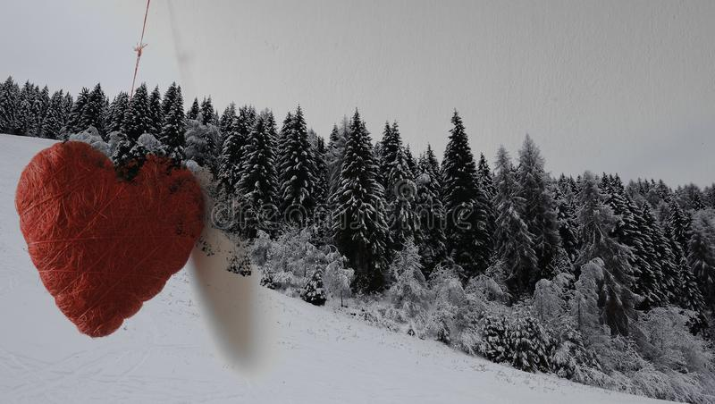 Czerwony serce, wielki jak miłość dla gór ilustracji