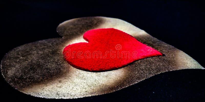 Czerwony serce zarysowywający złotym sercem, valentine druki, kierowy graficzny projekt ilustracja wektor