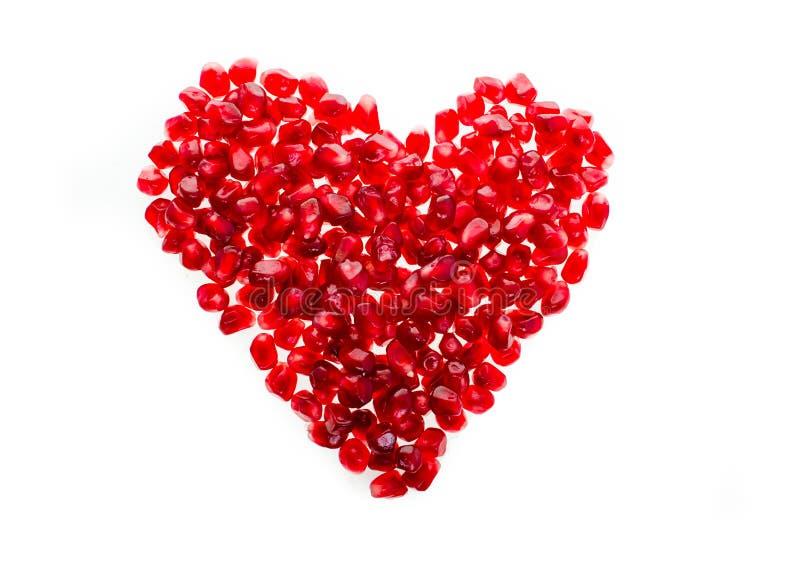 Czerwony soczysty garnet w postaci serca odizolowywającego na białym tle obrazy royalty free