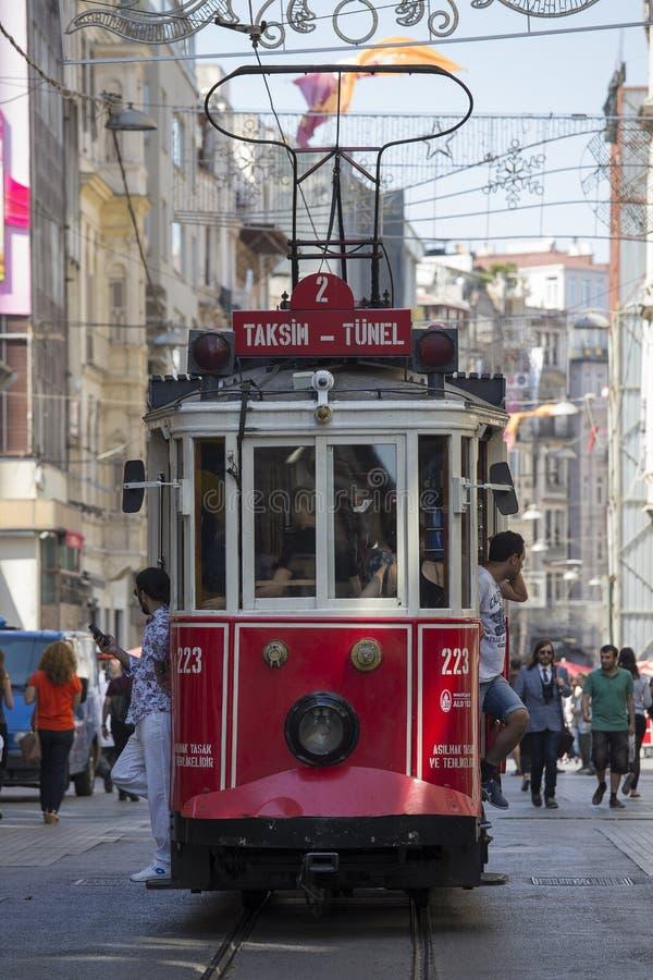 Czerwony Taksim Tunel Nostalgiczny tramwaj na istiklal ulicie Istanbuł, Turcja obrazy stock