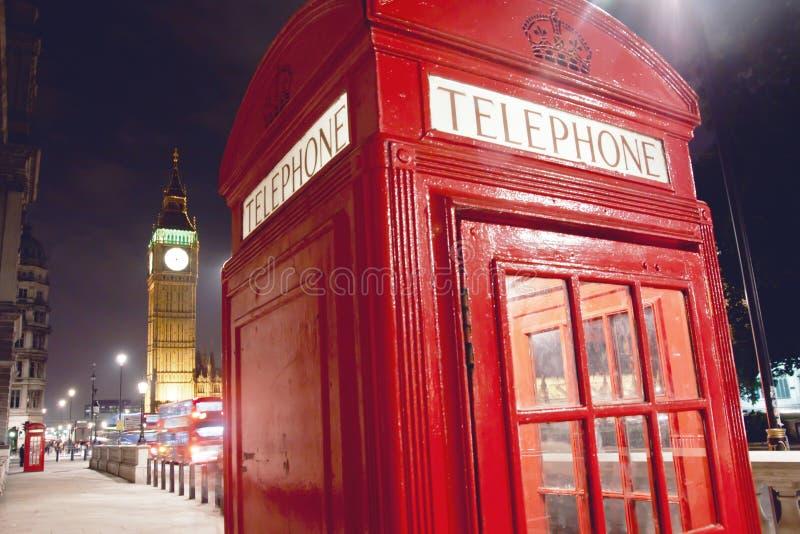 Czerwony Telefoniczny budka i Big Ben w Londyn zdjęcia stock