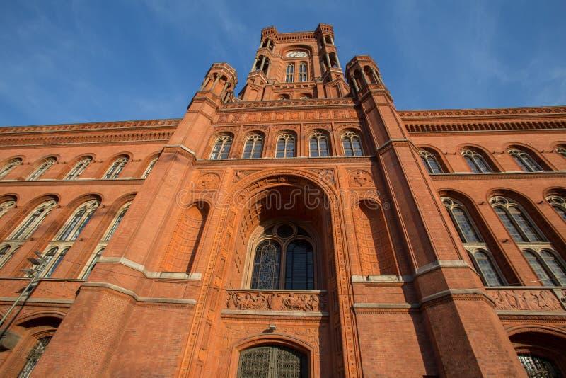 Download Czerwony Townhall Berlin Germany Zdjęcie Stock - Obraz złożonej z flaga, miejsce: 57661460