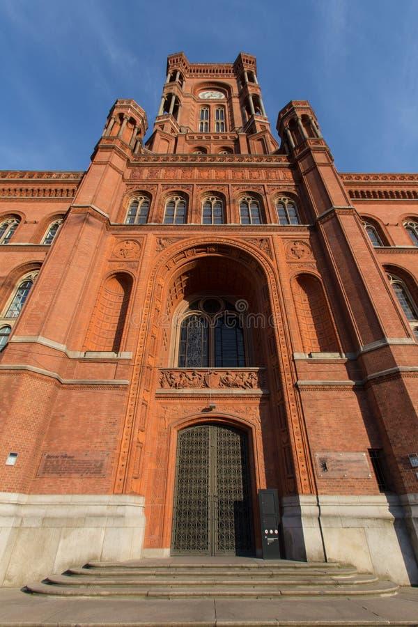 Download Czerwony Townhall Berlin Germany Zdjęcie Stock - Obraz złożonej z miejsce, niebo: 57661576
