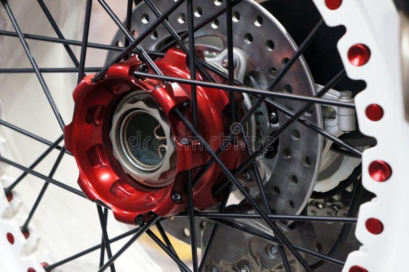 Czerwony Tylni koła centrum nowożytny motocykl zdjęcia stock